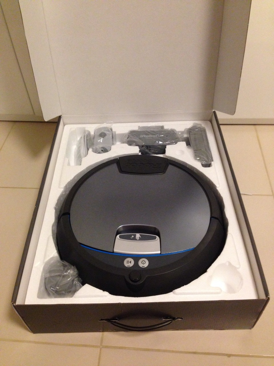 iRobot Scooba 390 Unpacked
