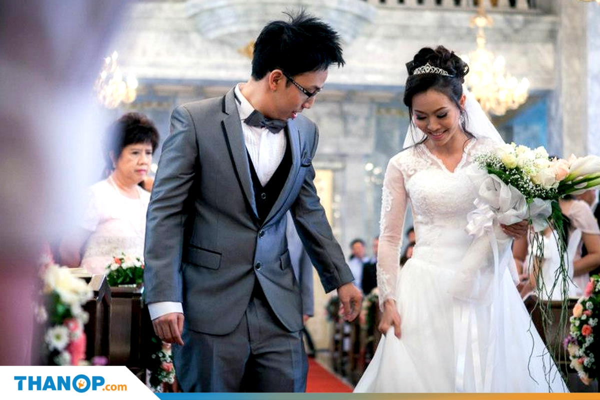 marriage-certificate-article-wedding-ceremony-in-church-walking