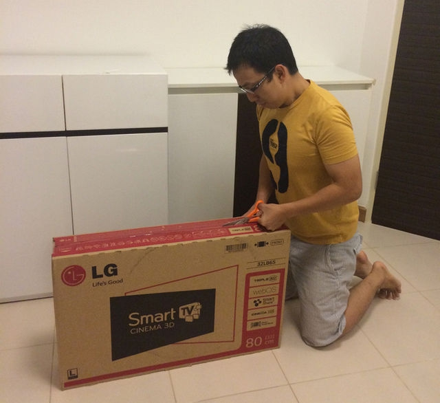 LG-SmartTV-32LB650T-webOS-Box-Unpacking