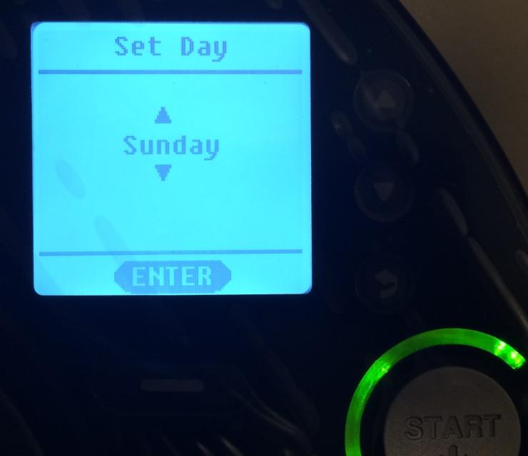 neato-xv-signature-pro-screen-set-day