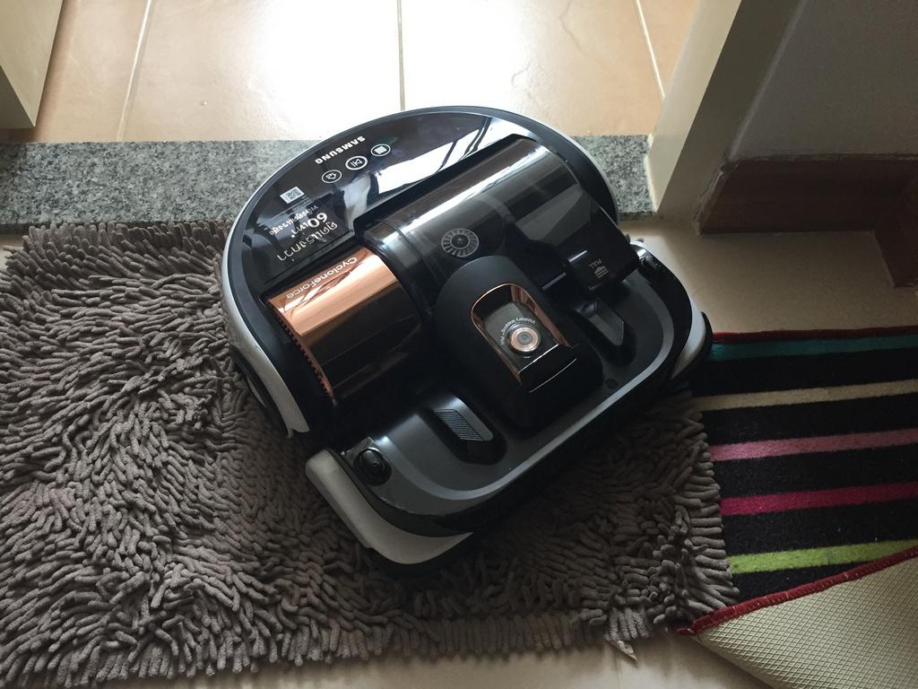 Samsung Powerbot VR9000 in Carpet