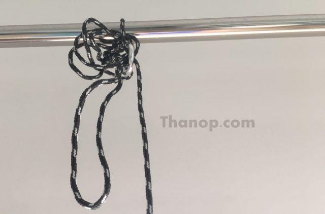 ติดตั้งเชือกนิรภัย (Safety Rope) ของ หุ่นยนต์เช็ดกระจก GlassBot W110S กับ อุปกรณ์หรือสิ่งของที่ติดอยู่กับที่ อาทิ ราวตากผ้า ราวบันได ฯลฯ