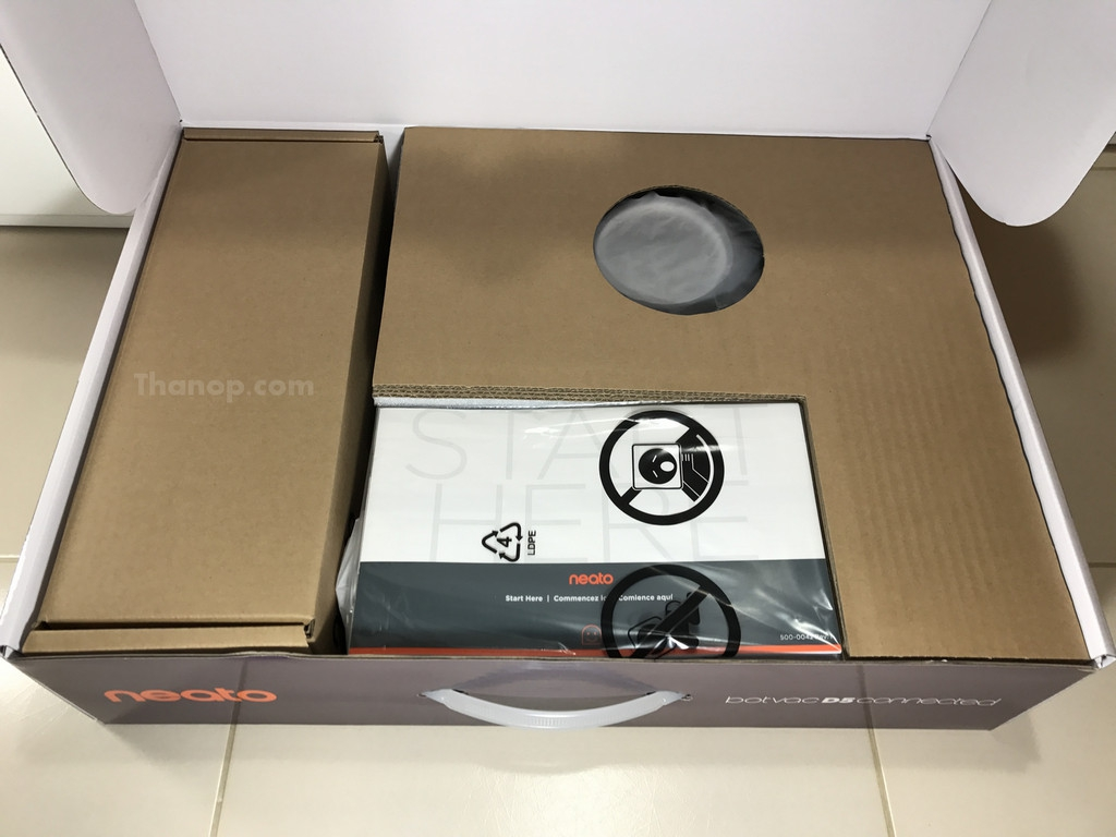 Neato Botvac D5 Connected Box Unpacked