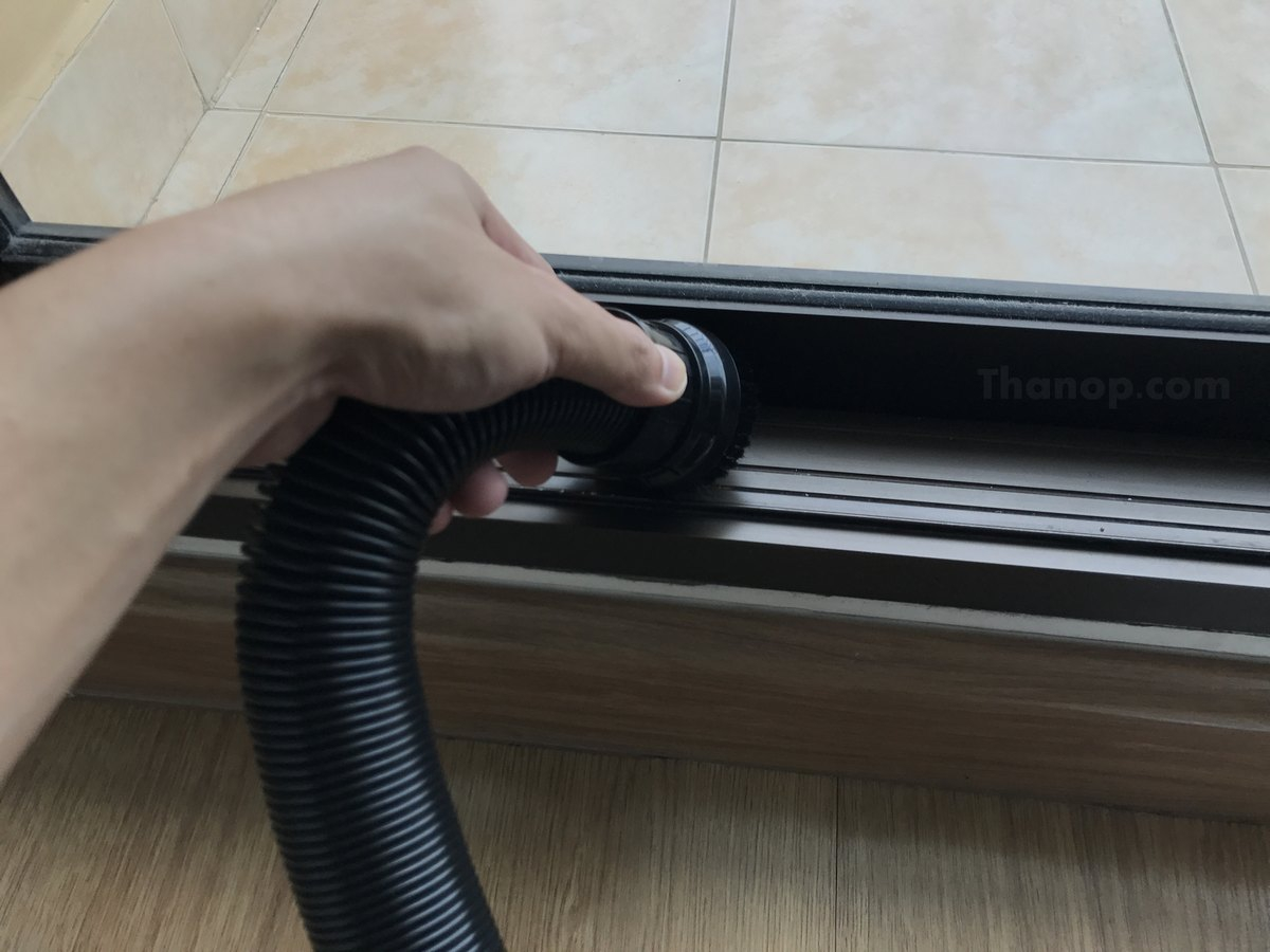 ATOCARE EP880 Working Cleaning Door Frame
