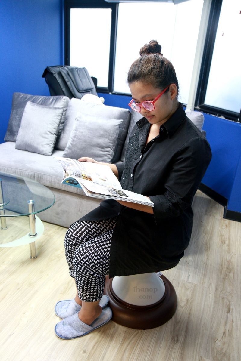 rester-hula-chair-tester-female155cm-read-a-book