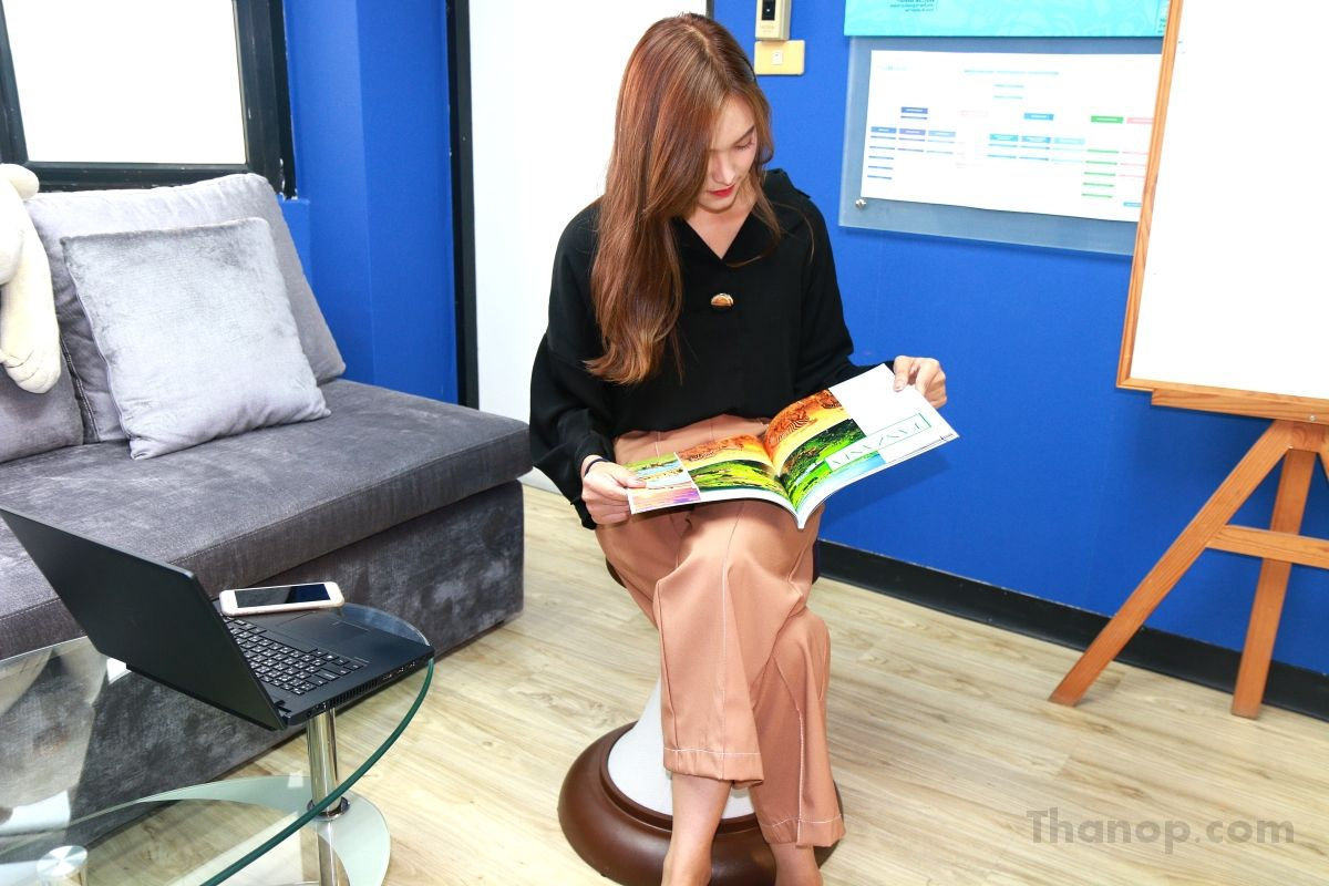 rester-hula-chair-tester-female168cm-read-a-book