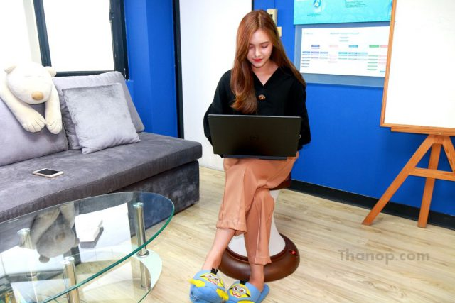RESTER HULA CHAIR Tester Female 168 cm. Use a Laptop