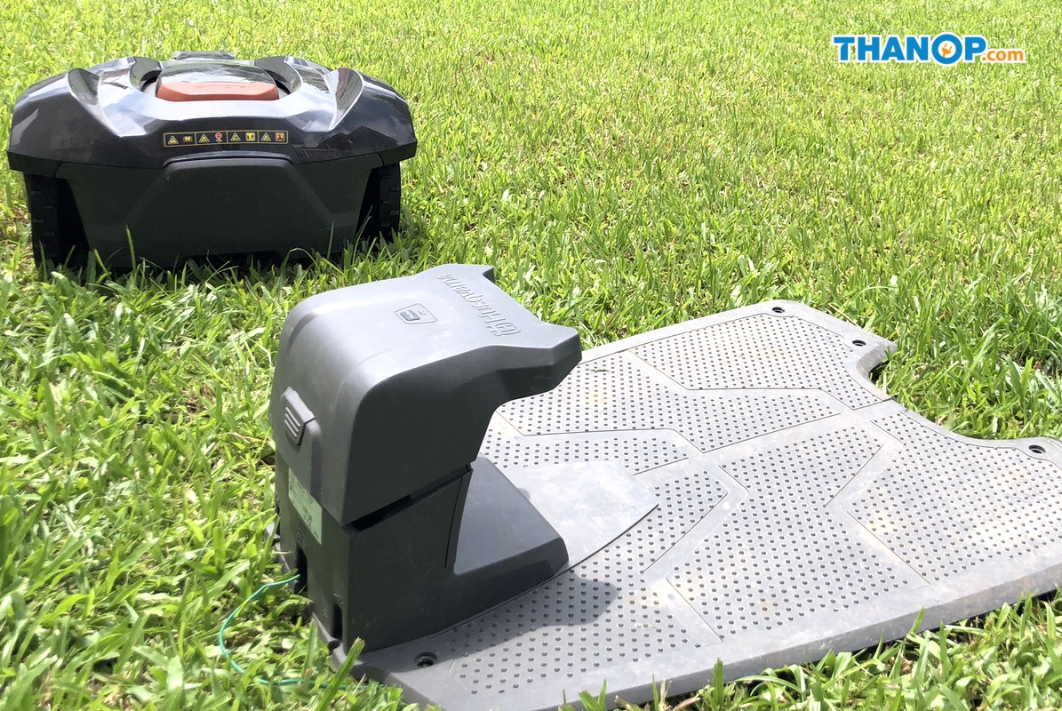 Robot Lawn Mower and Charge Base