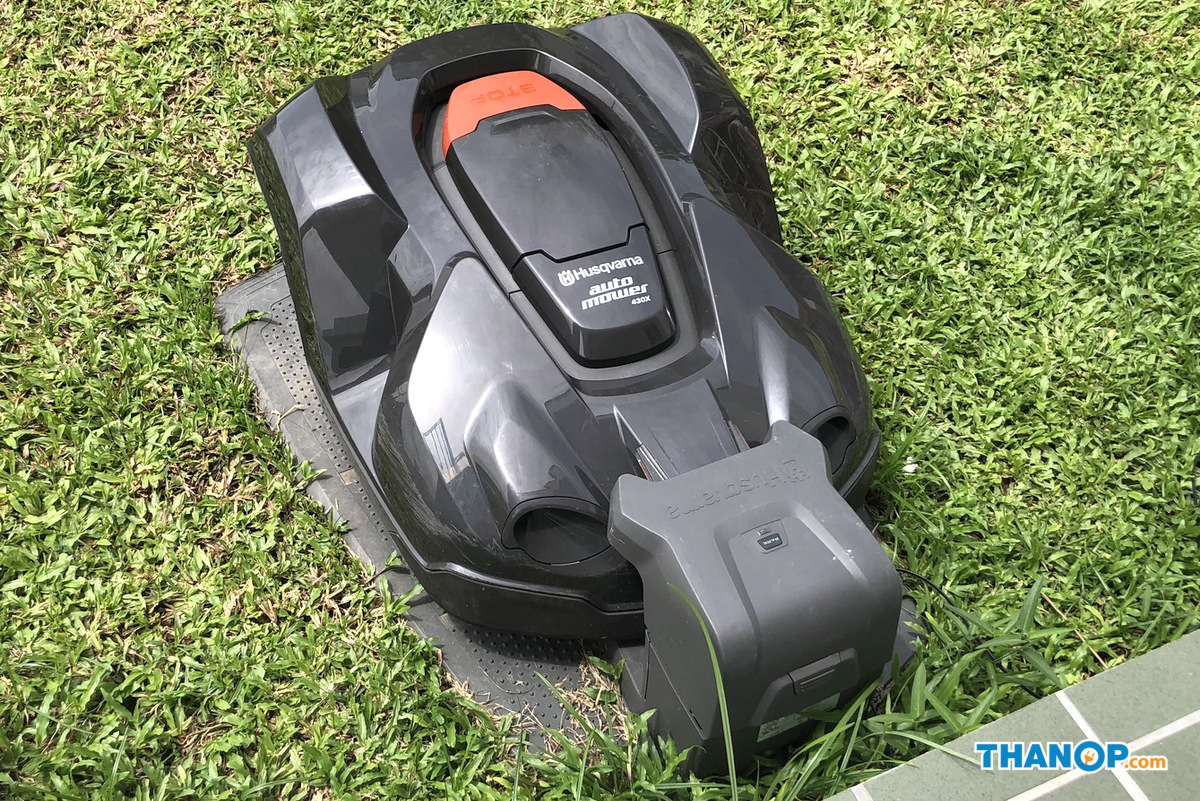 Robot Lawn Mower Charging
