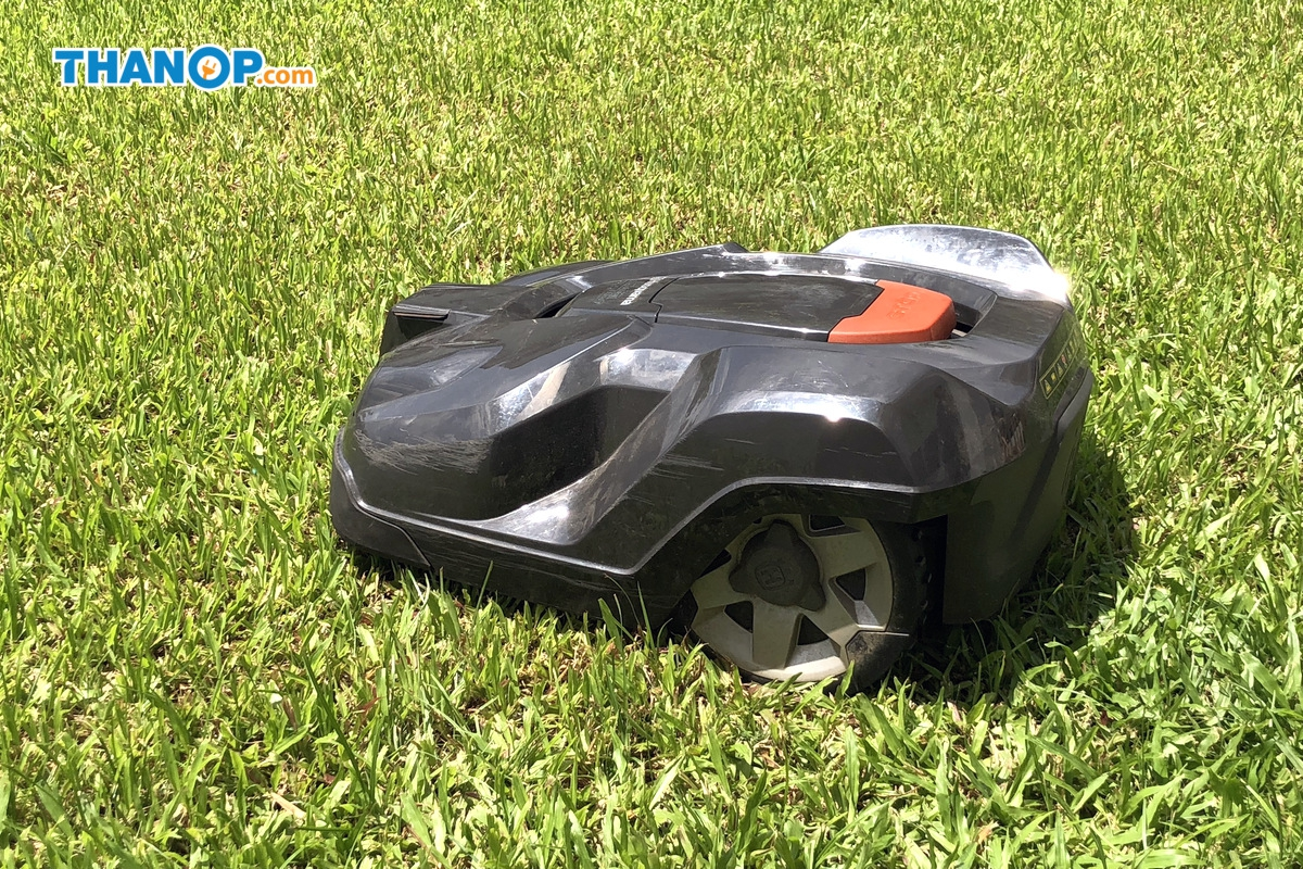Robot Lawn Mower Side