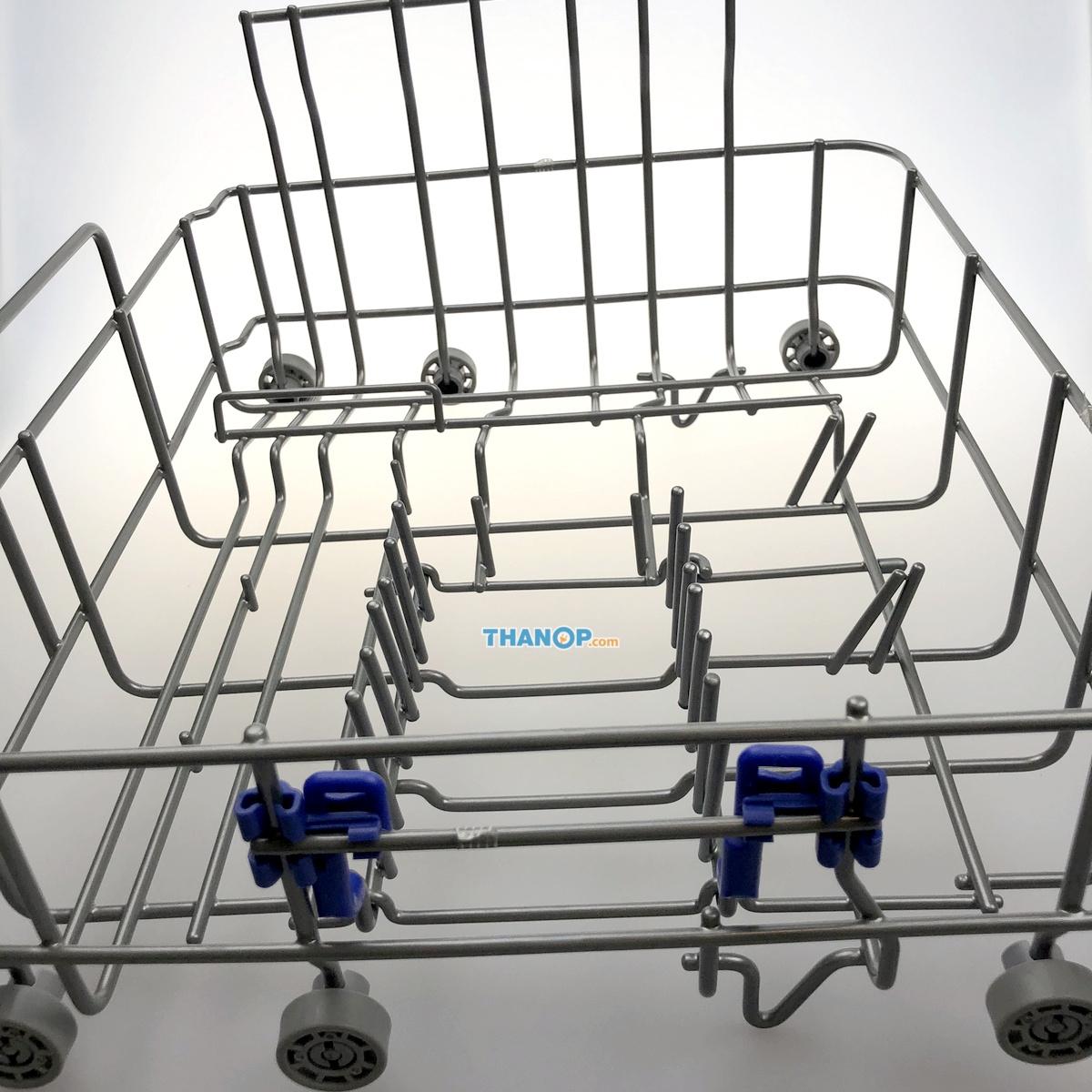 Mister Robot Home Dishwasher Box Right