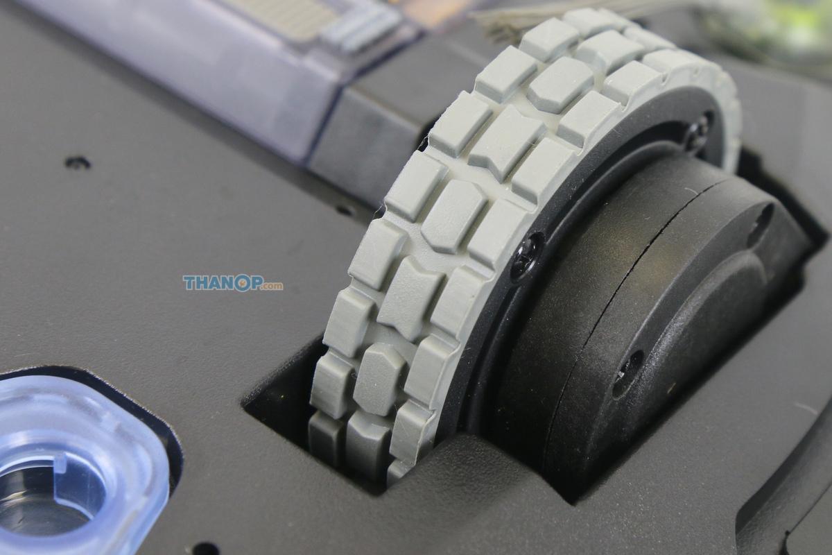 ecovacs-deebot-ozmo-930-main-wheel