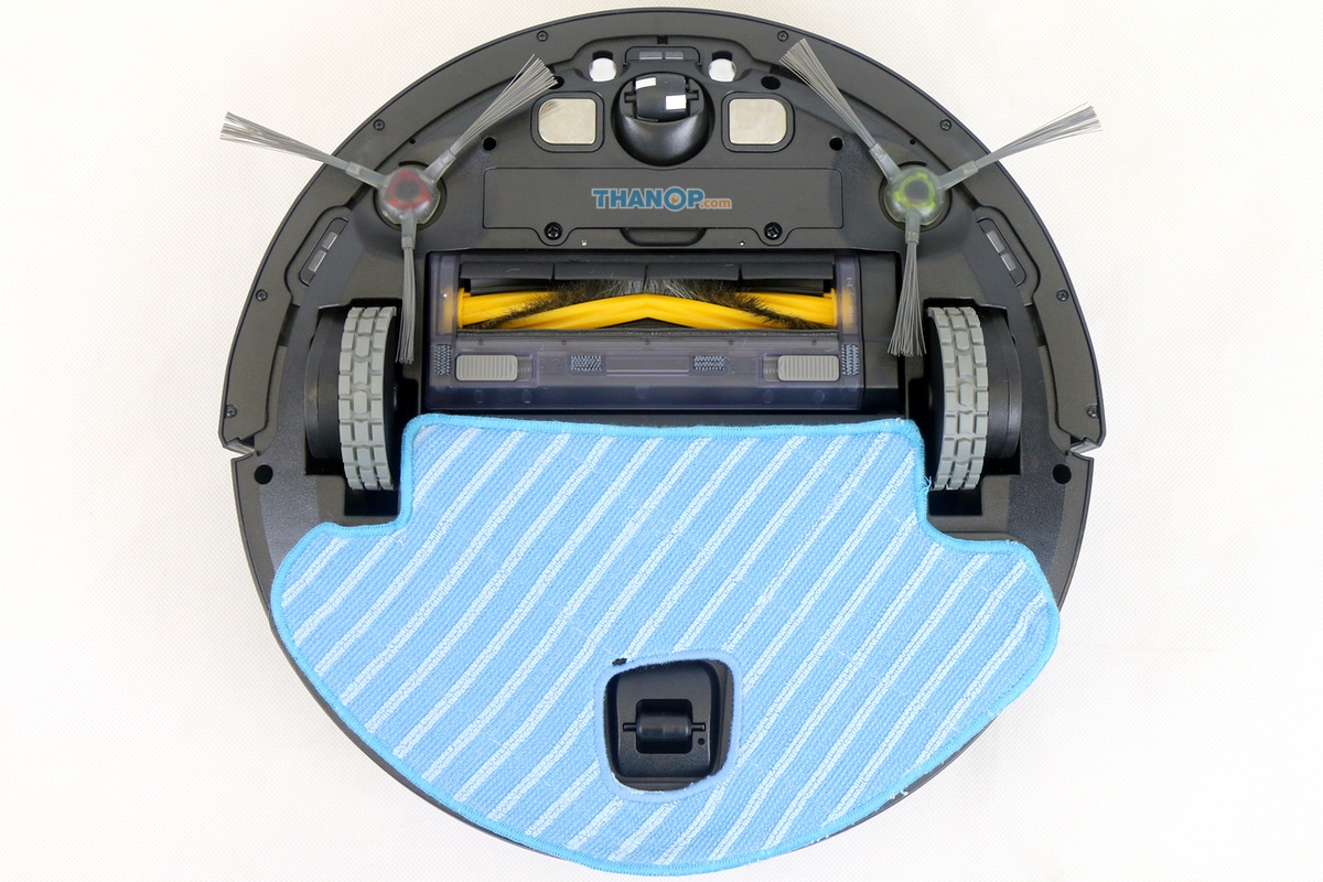 ecovacs-deebot-ozmo-930-microfiber-cloth-and-plate-installed