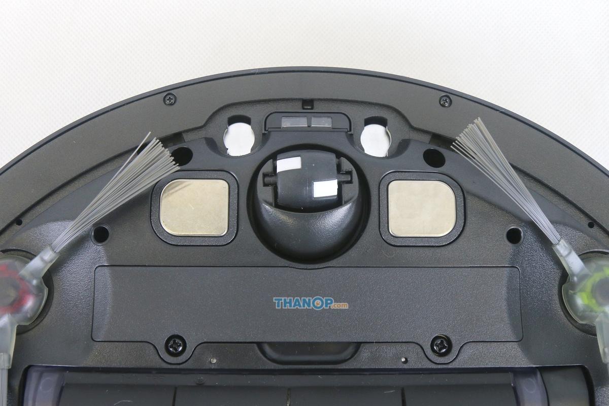 ecovacs-deebot-ozmo-930-underside-zoom-front