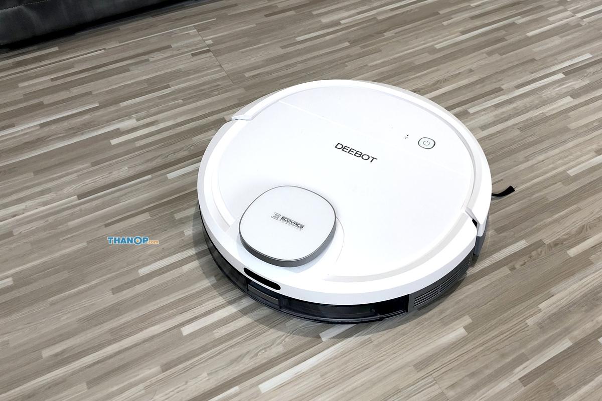 ecovacs-deebot-ozmo-900-working-on-pvc-floor-tile