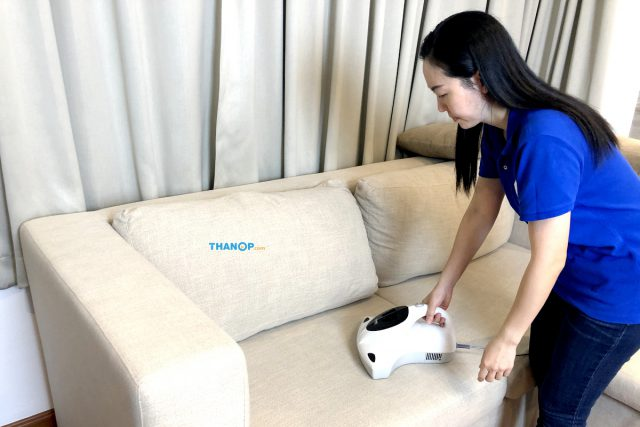 HOMU UV Vacuum Cleaner Working Cleaning Sofa