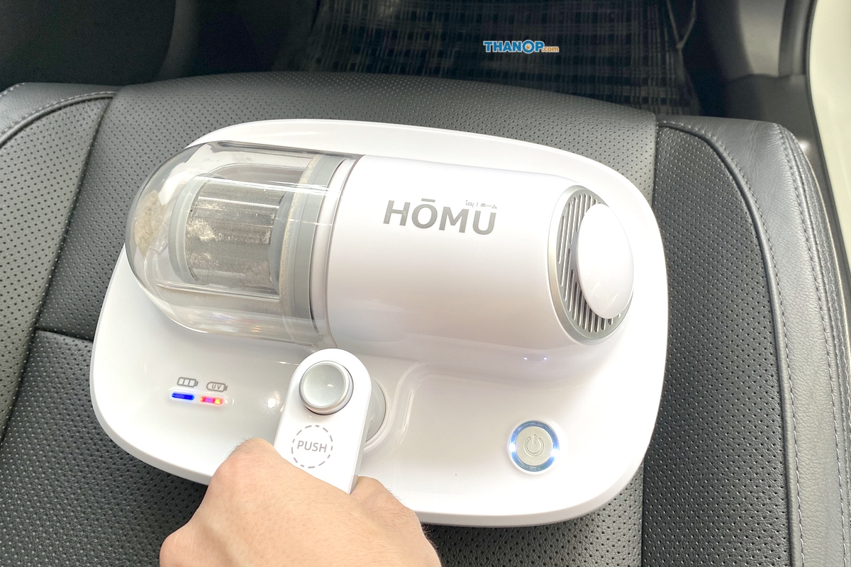 homu-uv-cordless-vacuum-cleaner-working-cleaning-car-seat