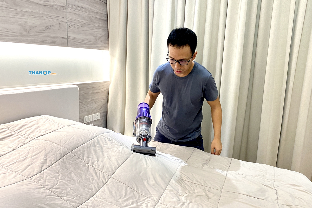 dyson-digital-slim-cleaning-bed