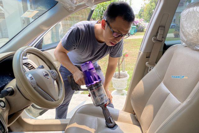 Dyson Digital Slim Cleaning Car Seat