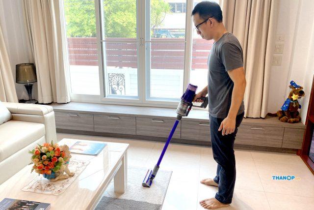 Dyson Digital Slim Cleaning Carpet