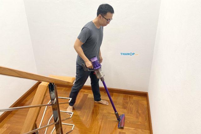 Dyson Digital Slim Cleaning Parquet Floor