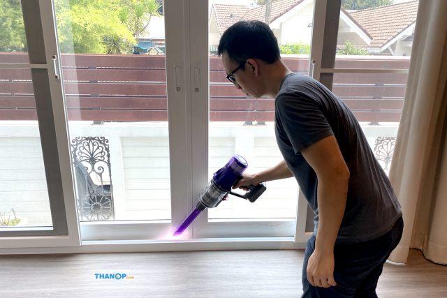 Dyson Digital Slim Cleaning Window Groove