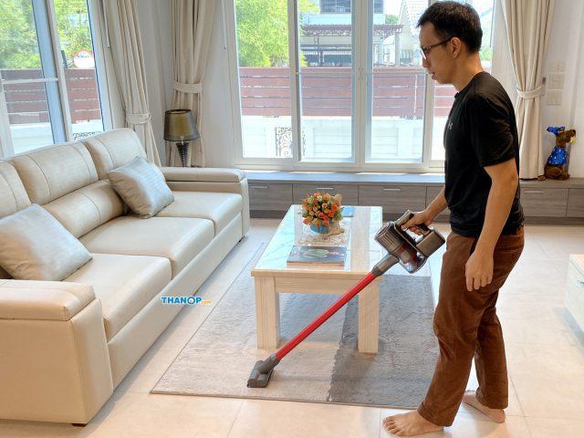 Roborock H6 Cleaning Carpet