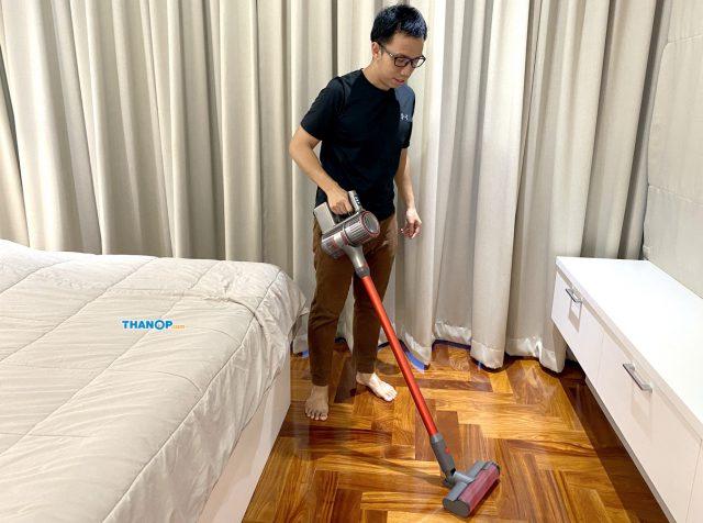 Roborock H6 Cleaning Parquet Floor 1